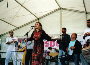 Reem Kelani in Lodon's Regents Park performing at the 2002 Diaspora Music Festival